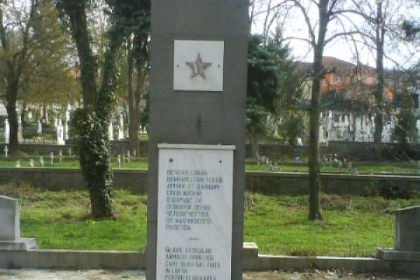 monumentul-eroilor-sovietici-4FDB8F57C-B88A-D9B5-E391-FF2B4B3E2C40.jpg