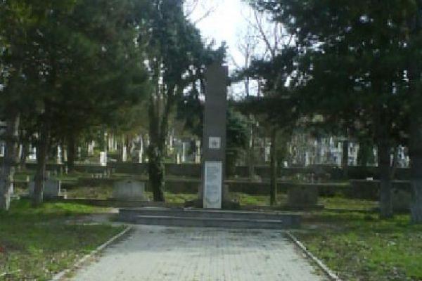 monumentul-eroilor-sovieticiEBC135D9-6F35-354F-7957-97C839247BA4.jpg