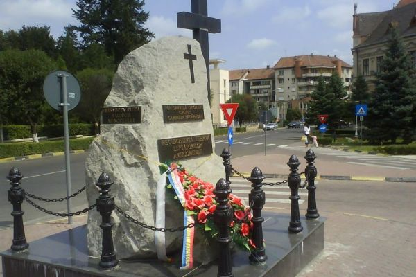 monumentul-luptatorilor-anticomunisti-35EA6C205-C04D-7D64-176D-43FAFBCEB616.jpg