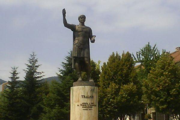 statuia-imparatului-traian-0A286EE75-4262-F6E7-58B9-988DB3636933.jpg