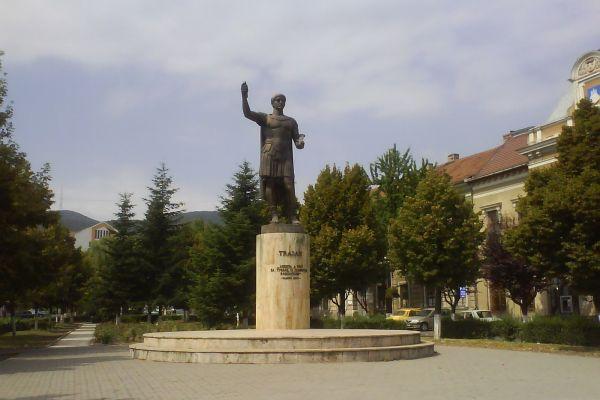 statuia-imparatului-traian-24B78F7F8-A80E-EF89-296B-2B01B3734FC9.jpg