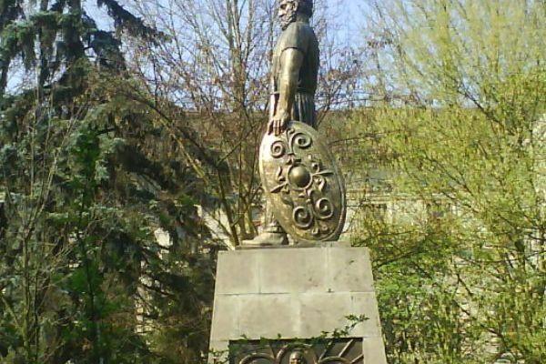 statuia-pedestra-a-lui-decebal-26889D8EA-8B44-FEEA-F0B3-1E98429FC0CA.jpg