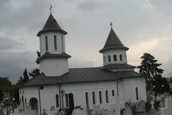 biserica-ortodoxa-sfantul-vasile-cel-mare-22A70FD78-B314-88BC-EFDB-670AA016A50E.jpg
