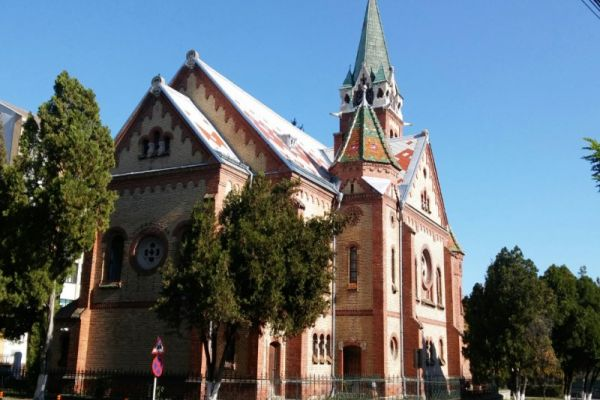 biserica-reformata-02CADEF34-B4DA-1481-4E8D-D570DA9F300D.jpg